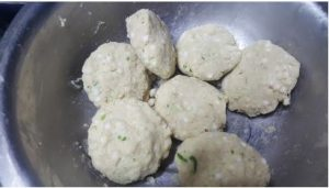 making of Rajgira Sago Thalipeeth